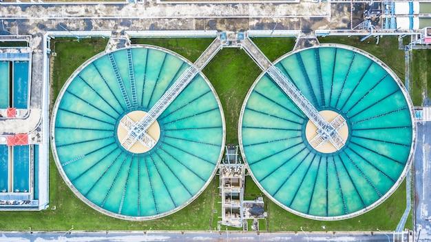 Rezirkulations-feststoff-kontaktklärer-sedimentationstank der luft draufsicht Premium Fotos
