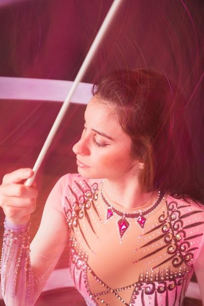 Rhythmischer turner mit band Kostenlose Fotos