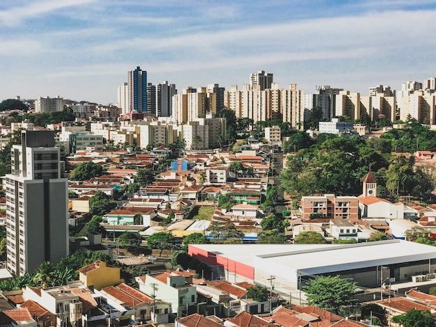 Ribeirao preto city skyline bei sonnenuntergang, sao paulo, brasilien Premium Fotos