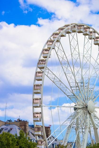 Riesenrad roue de paris auf dem place de la concorde vom tuileries-garten in paris, frankreich Premium Fotos