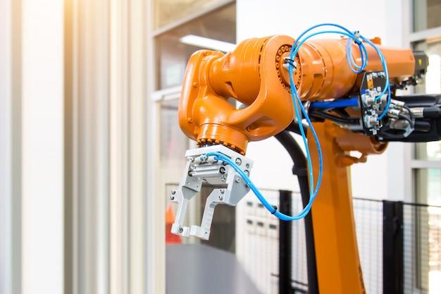 Roboterarm-automatisierungshandhabungssystem für die industrielle fertigung. Premium Fotos