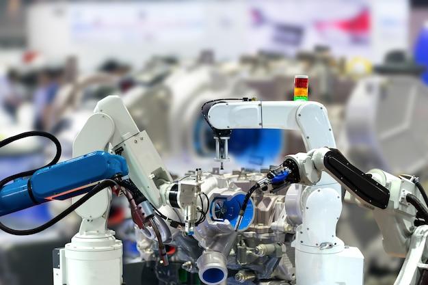 Roboterarm motorenproduktion industrie 4.0 der dinge technologie mit controller Premium Fotos