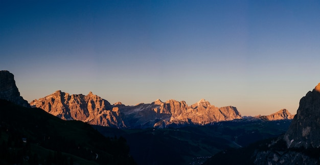 Rocky mountains bei sonnenuntergang Premium Fotos