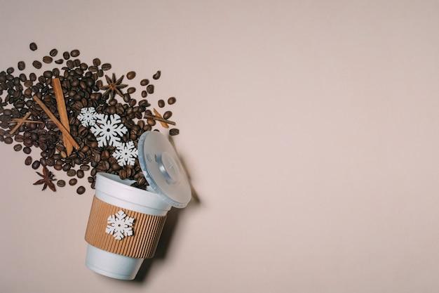 Röstkaffeebohnen der draufsicht mit kopienraum Kostenlose Fotos