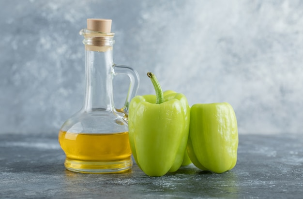 Rohe grüne bio-paprika bereit zum kochen. hochwertiges foto Kostenlose Fotos