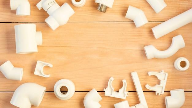Rohre, formstücke und adapter aus polypropylen für die wasserversorgung. Premium Fotos