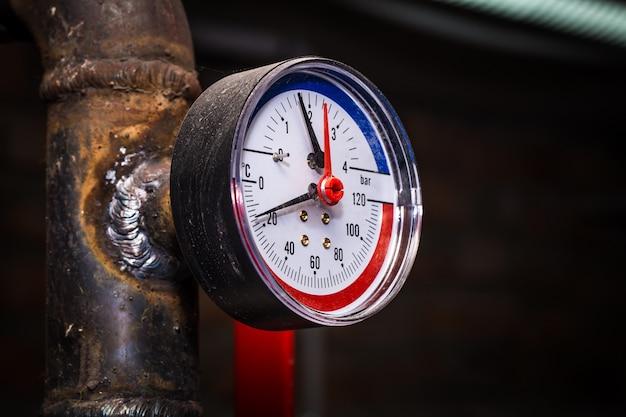 Rohrleitungen mit manometerwasser Kostenlose Fotos