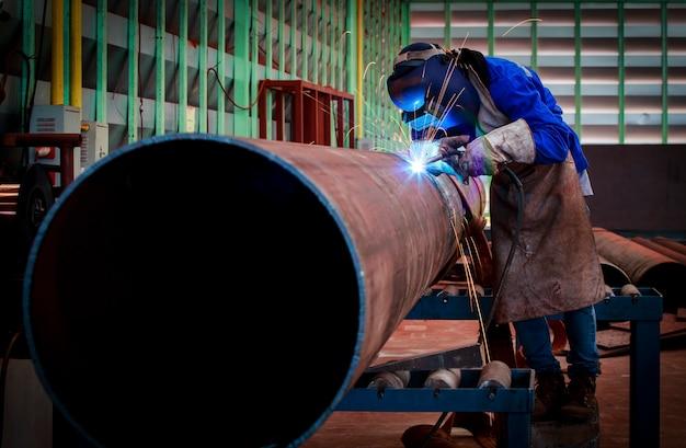 Rohrschweißen am rohrleitungsbau Premium Fotos