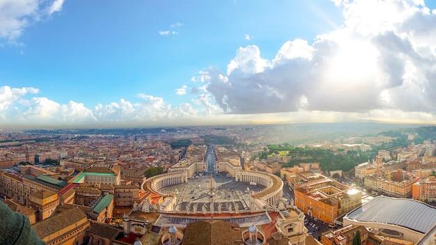 Rom, berühmtes st peter quadrat in vatikan und in altem stadtbild des vogelperspektivepanoramas Premium Fotos