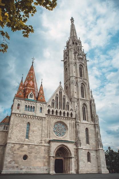 Roman catholic matthias church im herzen von budapest, ungarn Premium Fotos