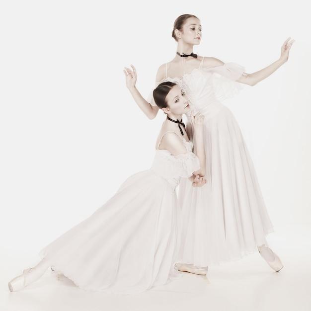 Romantische schönheit. ballerinas im retro-stil Kostenlose Fotos