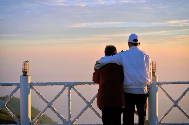 Romantisches älteres paar Premium Fotos