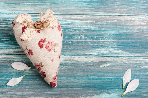 Romantisches rustikales textilherz Premium Fotos