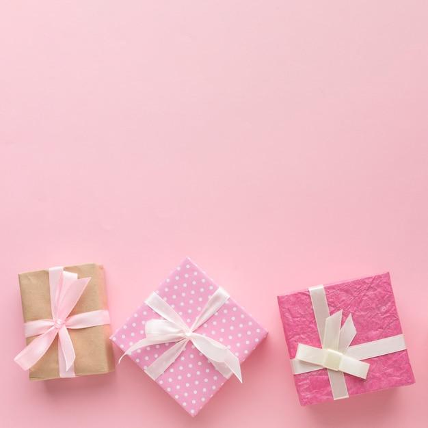 Rosa geschenke mit kopienraum Premium Fotos