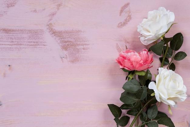 Rosa hintergrund mit blumen drauf Kostenlose Fotos
