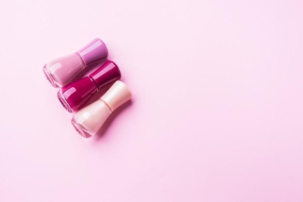 Rosa nagellacke auf monochrom Premium Fotos