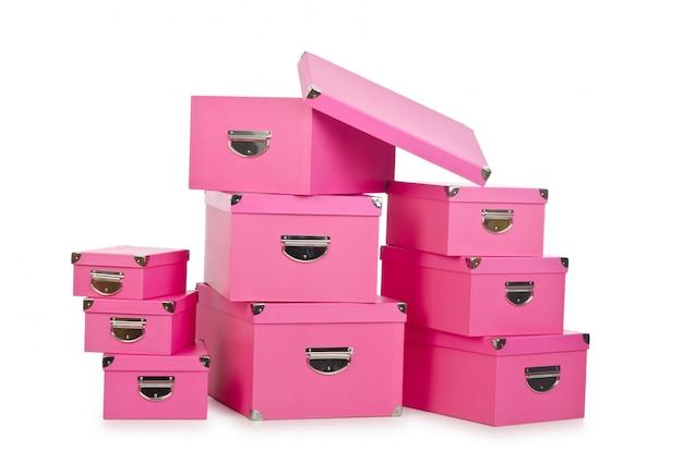 Rosafarbene giftboxes getrennt auf weiß Premium Fotos