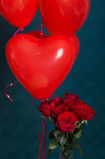Rosen und luftballons zum valentinstag Kostenlose Fotos