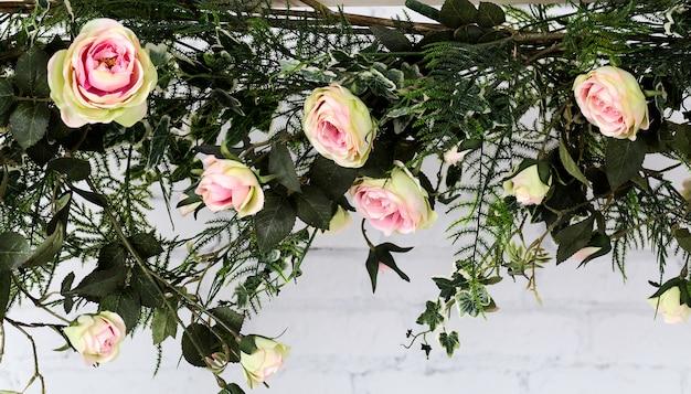Rosenblume, schöne plastikrosenblume Premium Fotos