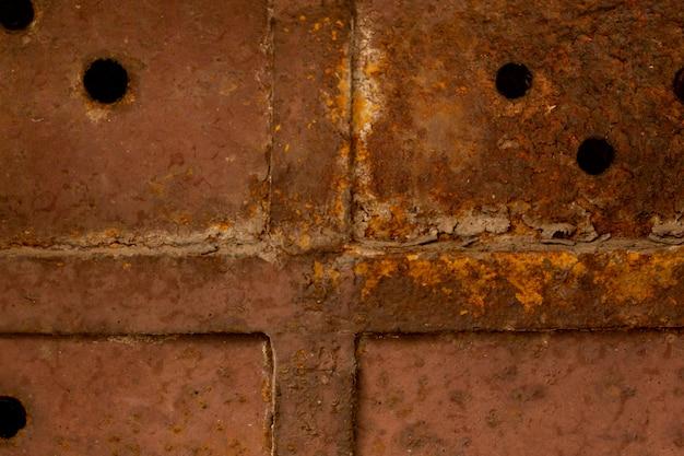 Rostige metalloberfläche mit lot und löchern Kostenlose Fotos