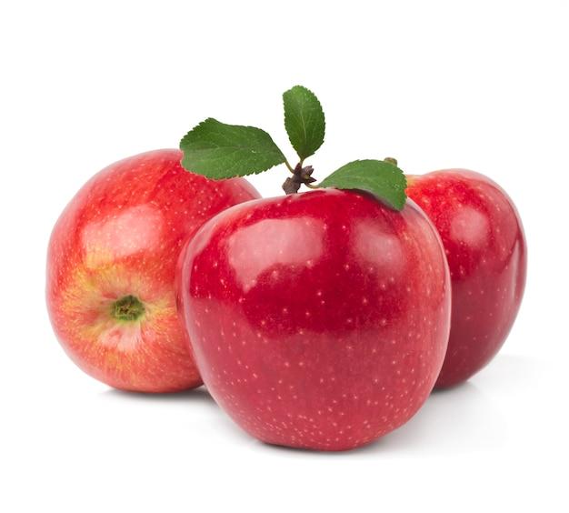 Rote äpfel mit den blättern getrennt Premium Fotos