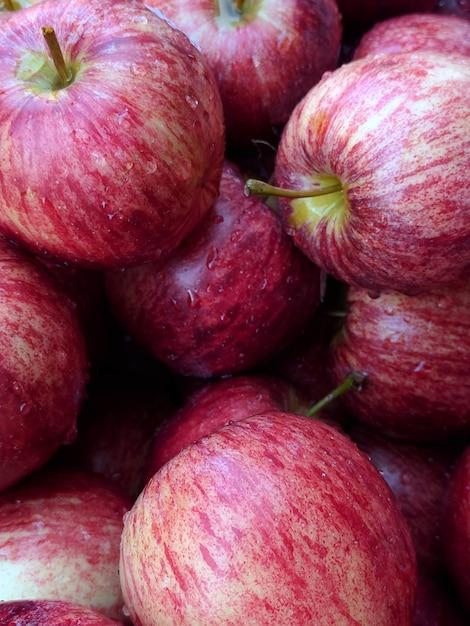 Rote apple-nahaufnahme. apple-hintergrund Premium Fotos