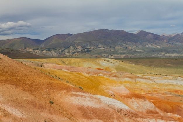 Rote berge in kyzyl-chin-tal in altai Premium Fotos