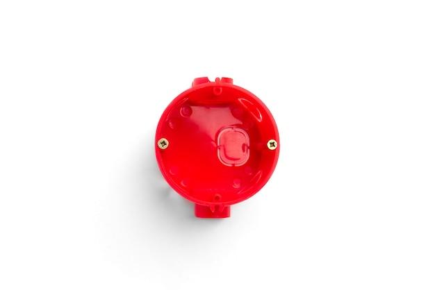 Rote installation elektrokasten für steckdosen und drähte auf betonhintergrund. Premium Fotos