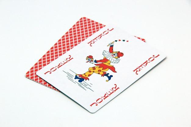 Rote joker-karte auf weißem hintergrund Kostenlose Fotos