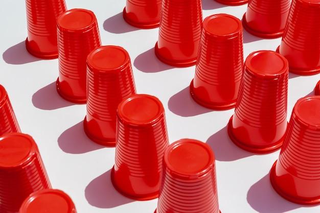 Rote plastiktrinkbecher Premium Fotos