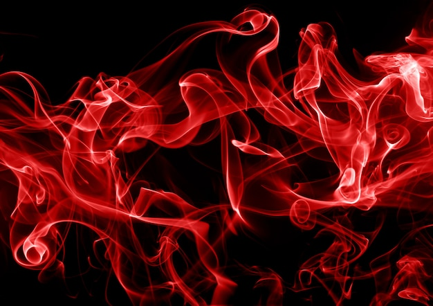 Rote rauchzusammenfassung auf schwarzem hintergrund. feuer design Premium Fotos
