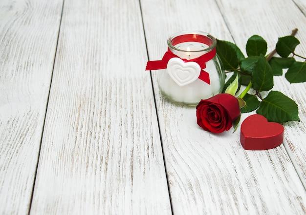 Rote rose und herz Premium Fotos