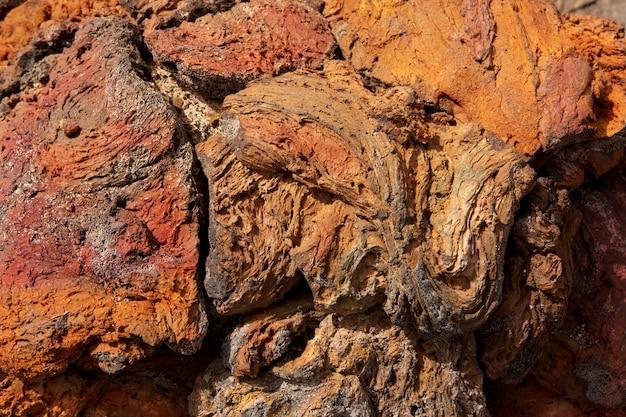 Rote rostige farbbeschaffenheit des lanzarote-lavasteins Premium Fotos