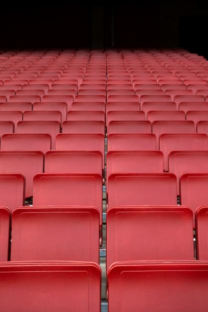 Rote sitzreihe im stadion Premium Fotos
