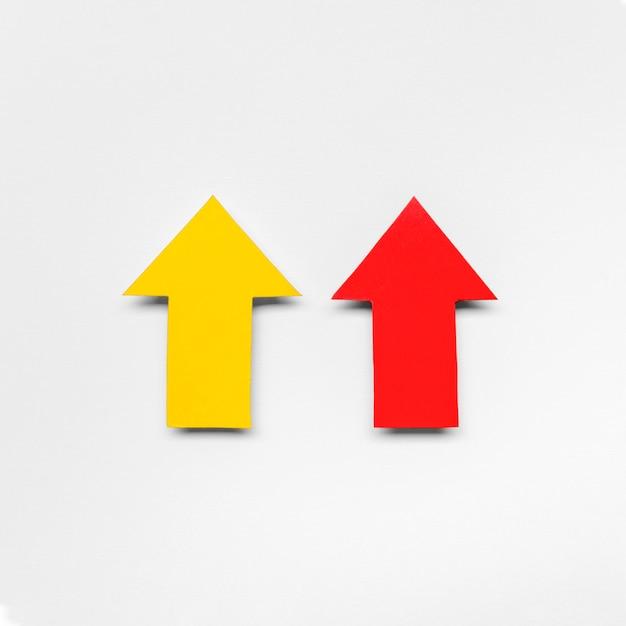 Rote und gelbe pfeilzeichen Kostenlose Fotos