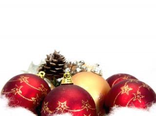 Rote weihnachtskugeln, dekor Kostenlose Fotos