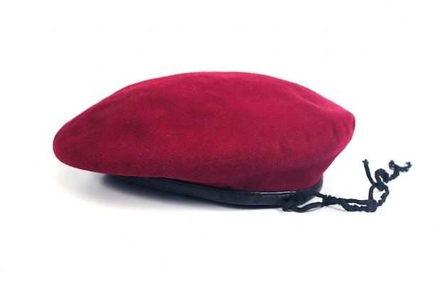 Roter baretthut auf isolathintergrund. Premium Fotos
