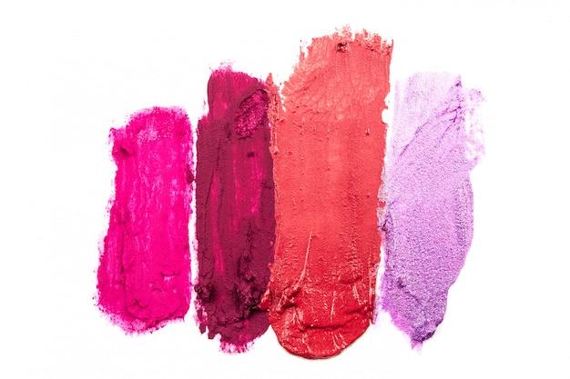 Roter lippenstift auf weißem hintergrund Premium Fotos