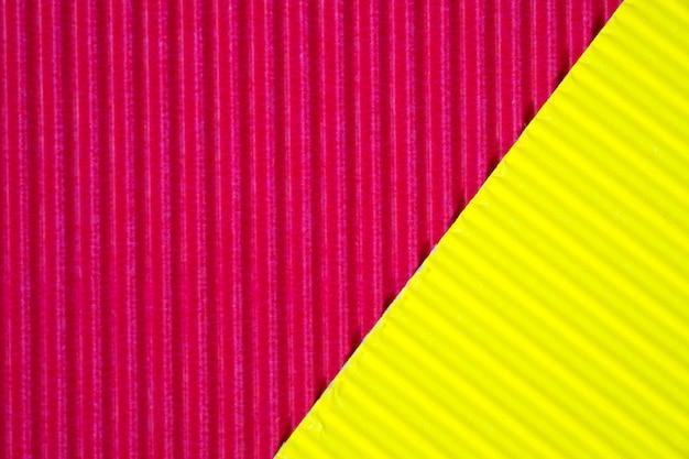Roter und gelber wellpappebeschaffenheitshintergrund. Premium Fotos