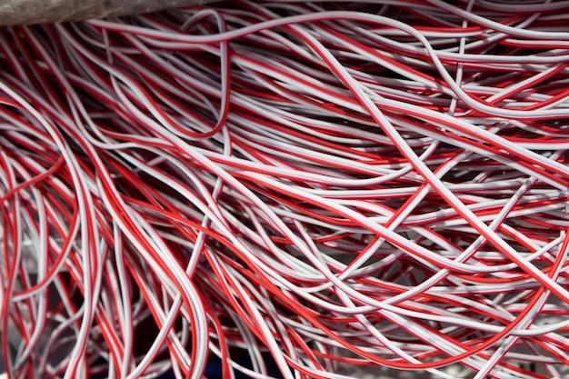 Roter und weißer elektrischer Draht | Download der Premium Fotos