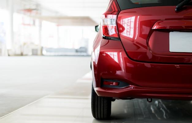Rotes auto der nahaufnahme zurück Premium Fotos