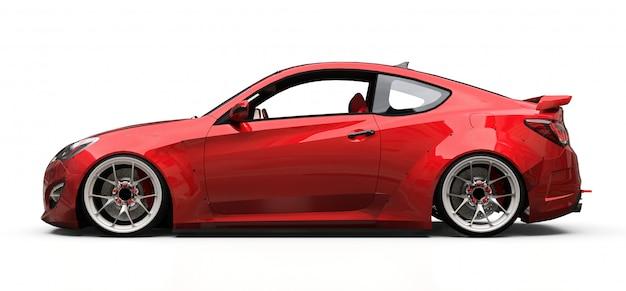 Rotes kleines sportwagencoupé auf weißem hintergrund Premium Fotos