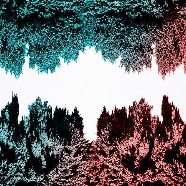 Rotes und blaues magnetisches metallisches rasieren lokalisiert auf weißem hintergrund Kostenlose Fotos