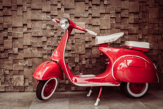 Rotes weinlesemotorrad Kostenlose Fotos
