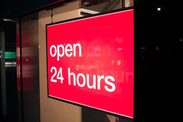 Rotes zeichen der nahaufnahme für geöffnetes 24 stunden Kostenlose Fotos