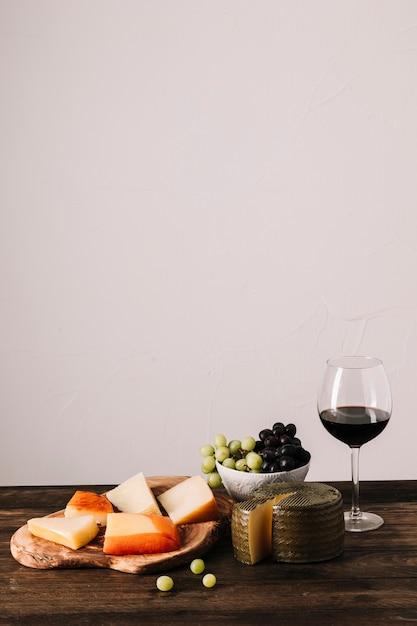 Rotwein in der nähe von essen Kostenlose Fotos