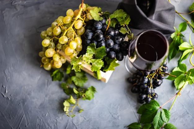 Rotwein und trauben Premium Fotos