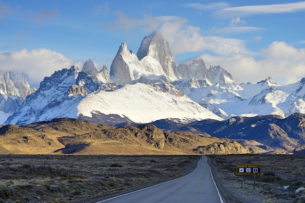 Route 40, die straße nach patagonien, el chalten, argentinien. Premium Fotos