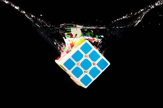 Rubik würfel versenkt Kostenlose Fotos