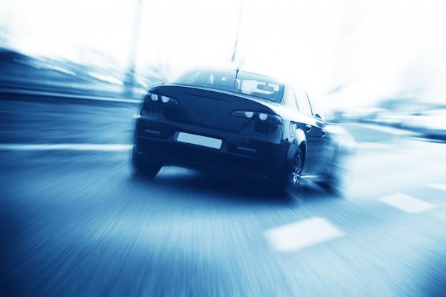 Rückansicht auto auf der straße Kostenlose Fotos